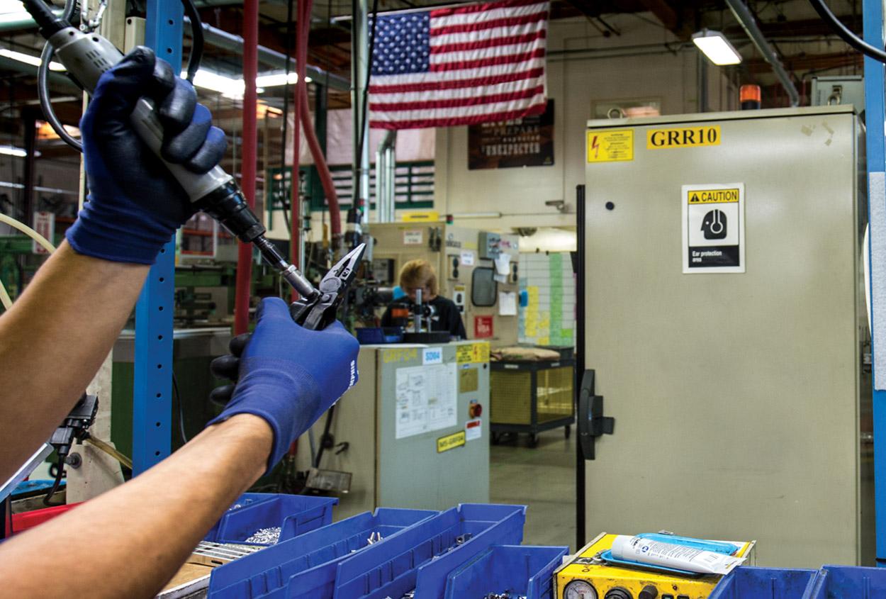 Ferramentas Leatherman sendo produzidas em Portland, Oregon, Estados Unidos