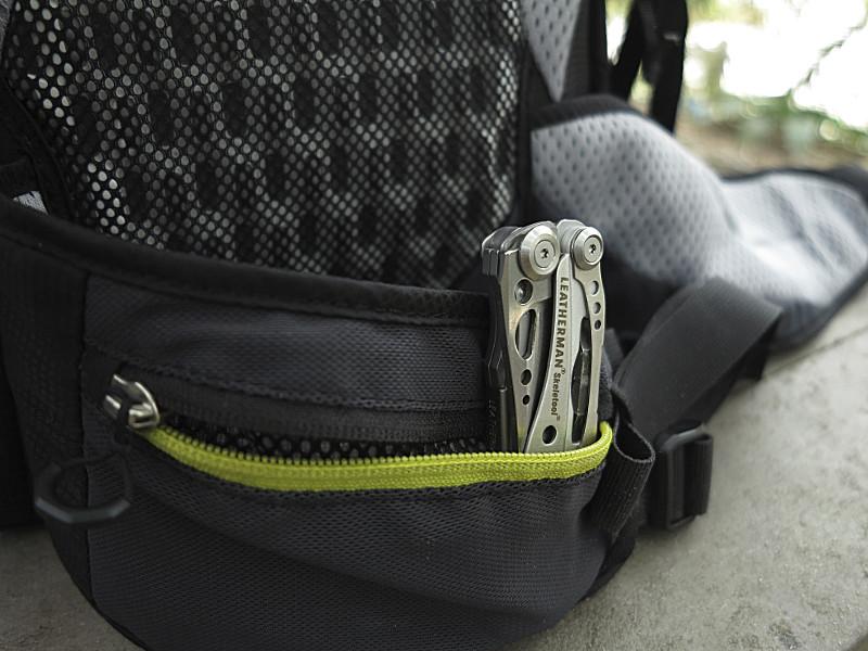 Detalhe do bolso da barrigueira da Speed Lite 24