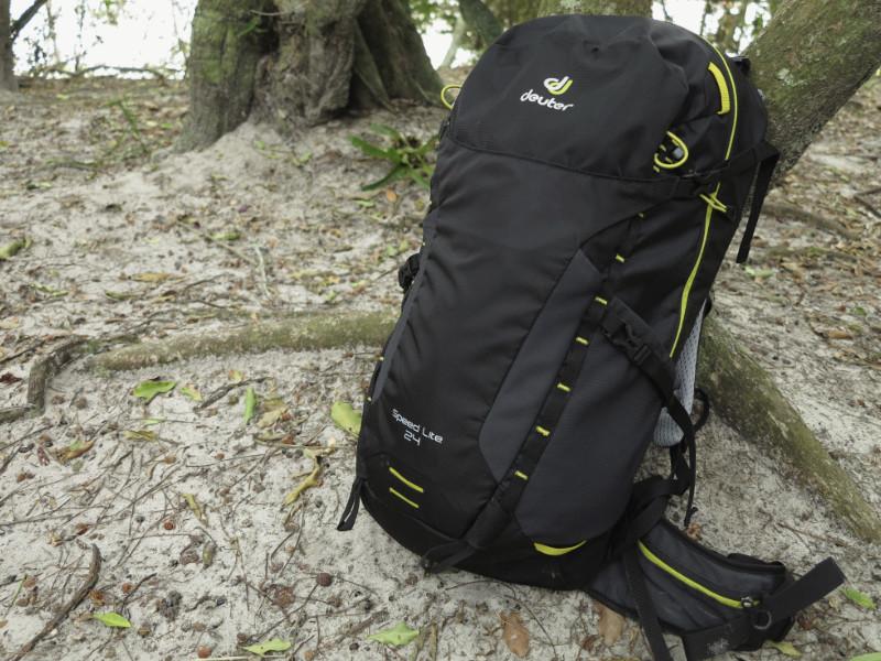 Deuter Speed Lite 24 em uso num dia de trilha