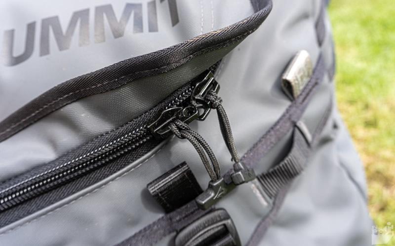 Duffle Bag detalhe zíper com suporte para cadeado