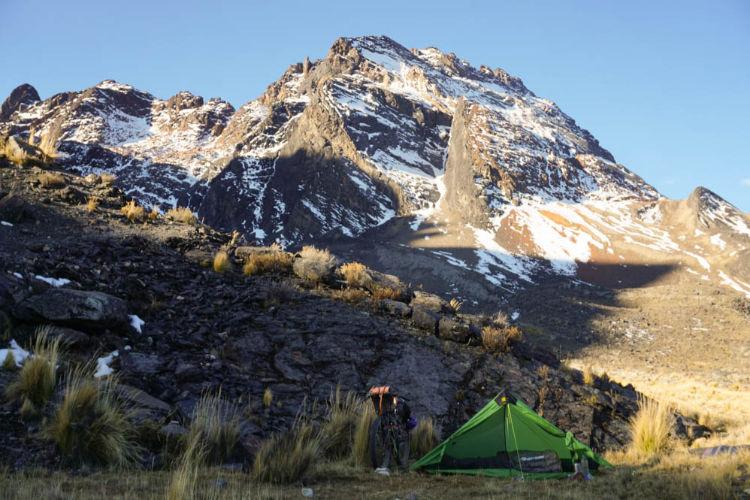 Acampamento nos Andes durante uma viagem de bike