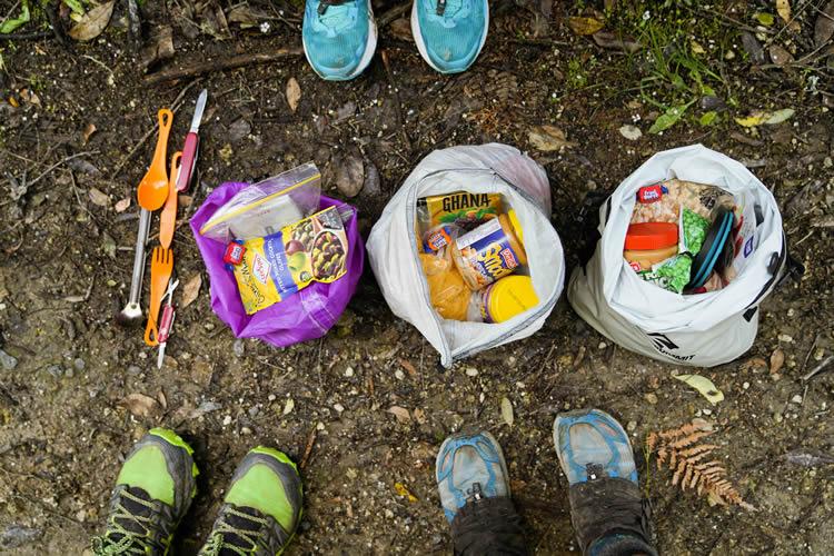 Separe os alimentos da trilha por dia