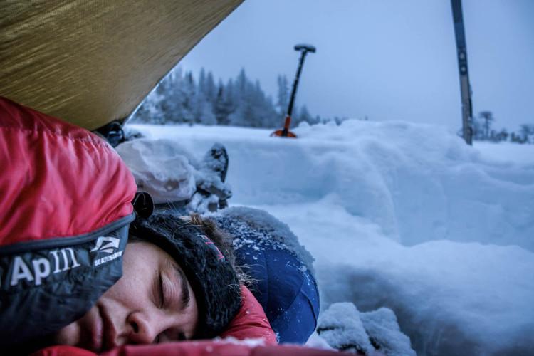 O que vestir para acampar na neve
