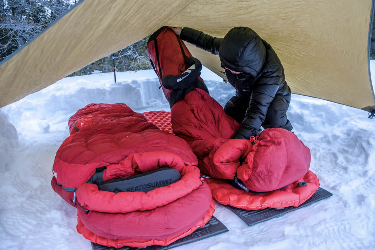 Acampar no frio com neve