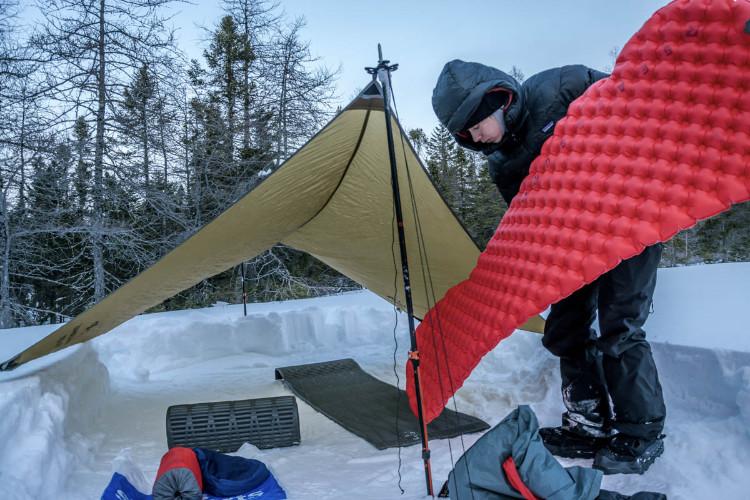 Sistema de dormir para acampar no frio
