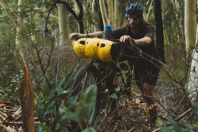Fitas de carga em uso durante uma viagem de bike