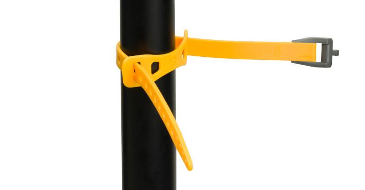 Detalhe da tira Keeper que protege e ajuda a posicionar a fita de carga no quadro da bike